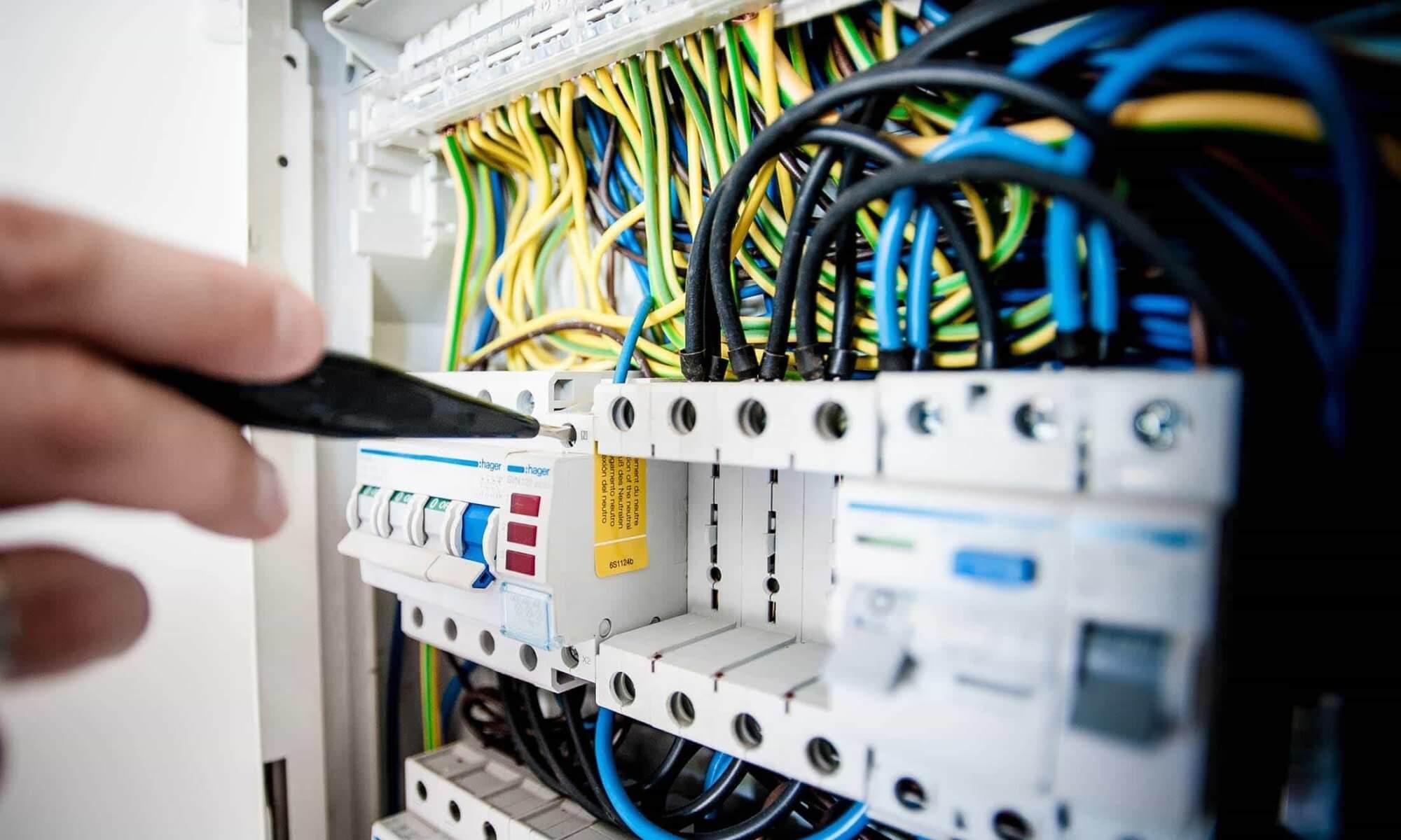 Elektromontáže elektroinstalace a elektrikářské práce
